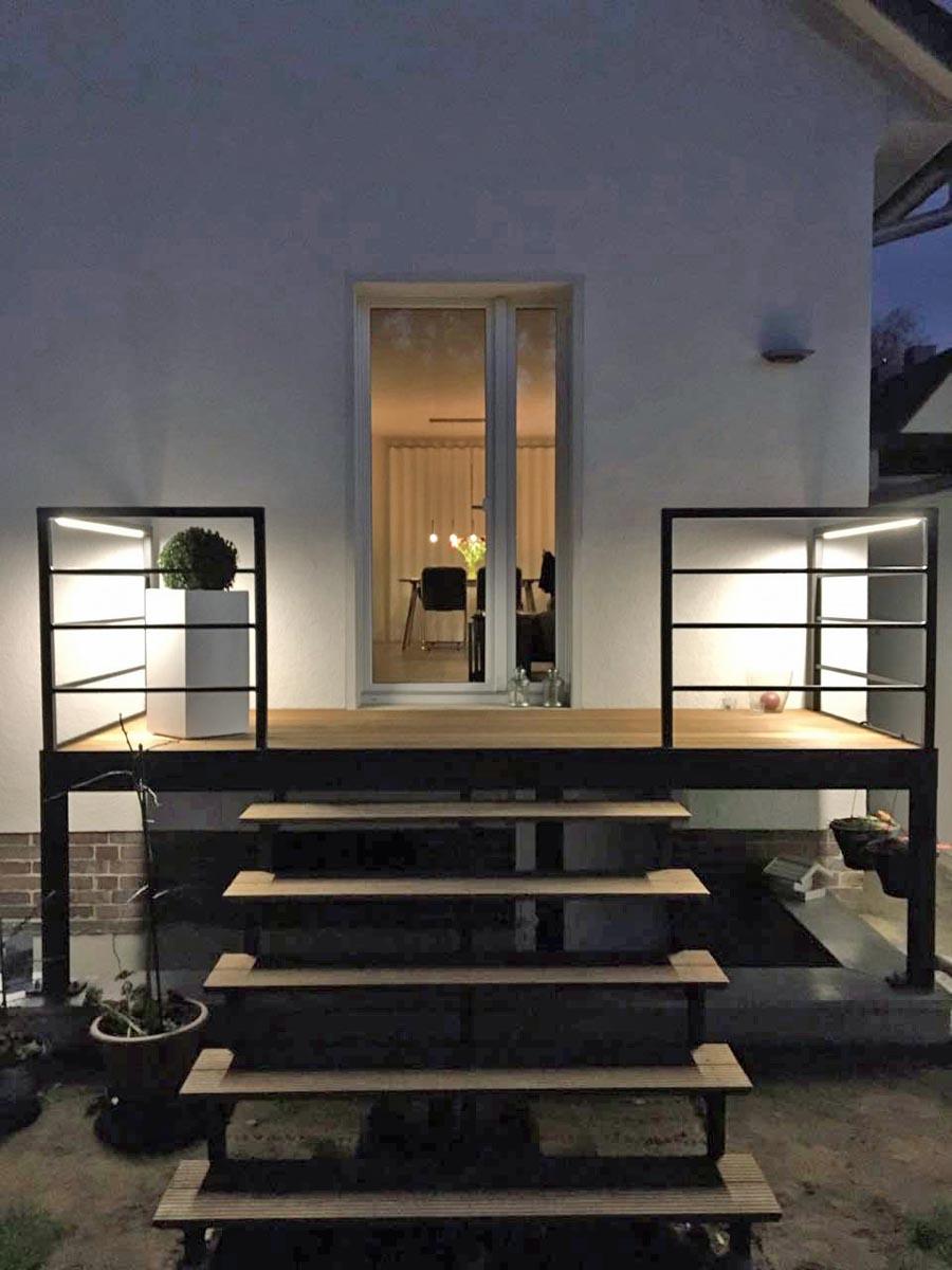 Terrasse und Treppe Holz/Stahl-Kombination